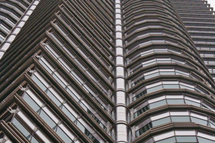 Los aseguradores a menudo trabajan en las oficinas corporativas.