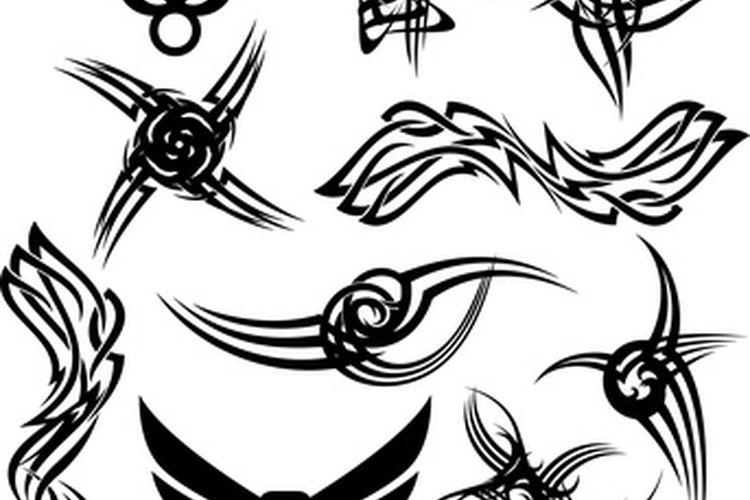 Estiliza un tatuaje tradicional de mariposa para hacerlo único.