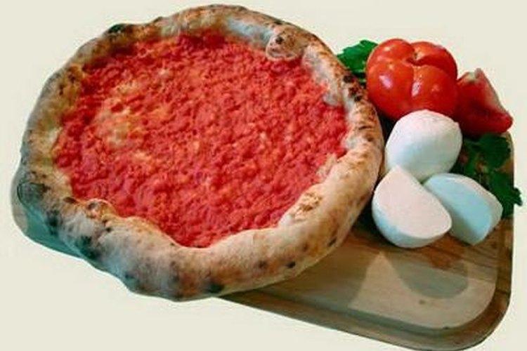 Durante la fiesta en AmeriKick se sirven refrescos y pizza.