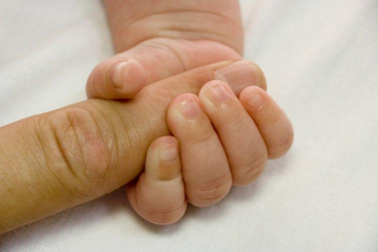 Los niños adoptados pueden encontrar en algunos casos a sus padres biológicos.