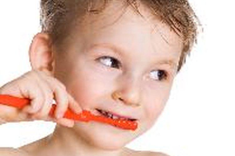 La correcta higiene dental a veces previene los dientes torcidos.