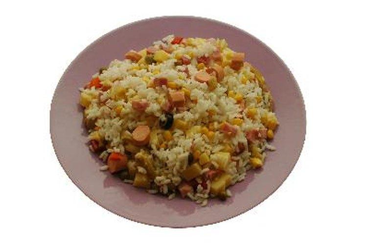 Una arrocera es un pequeño aparato que se utiliza específicamente para cocer el arroz.