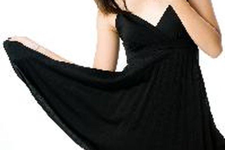 Si estás vestida con ropa casual cómoda o tienes un vestidito negro en el armario, has experimentado la influencia de Coco Chanel.