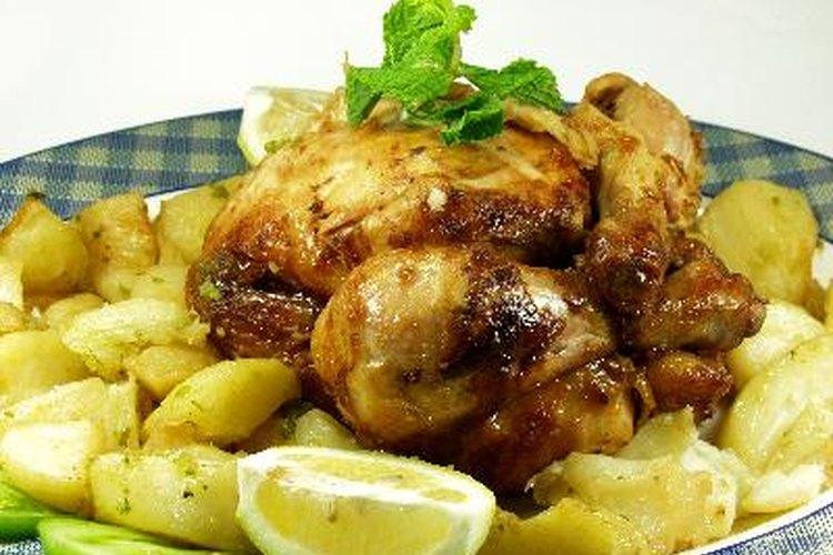 Pollo al horno con papas. ¿Te atreves?