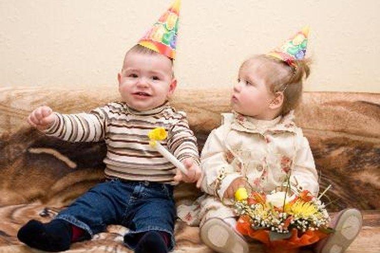 Organiza juegos para el primer cumpleaños de tu hijo.
