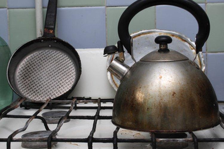 Las estufas de gas elevan la olla por encima de una llama abierta.