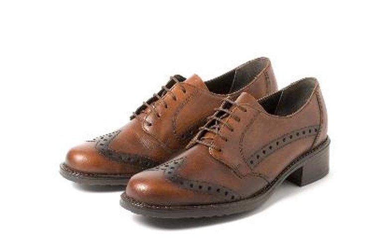 Puedes renovar tus zapatos de cuero marrón.
