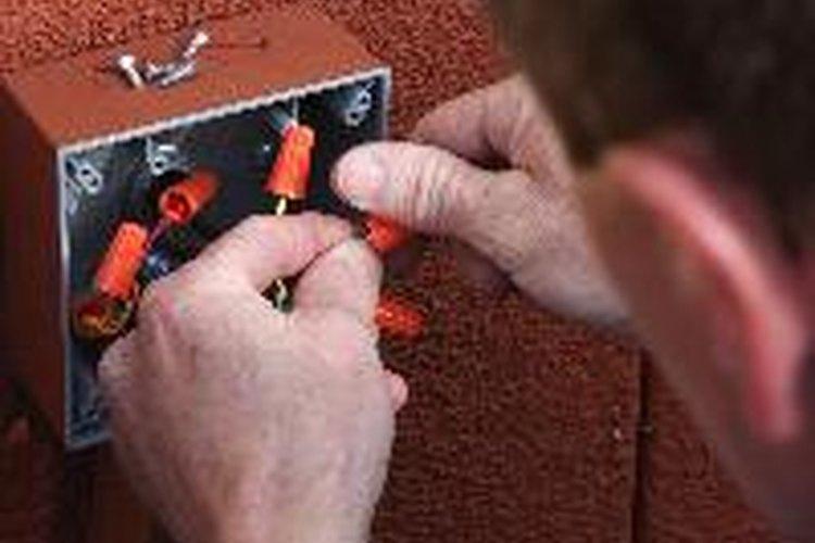 Los electricistas son profesionales altamente calificados.