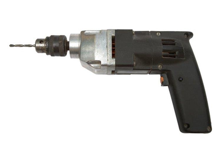 Las herramientas eléctricas en un taller de maquinado se usan para realizar trabajos pequeños y grandes.