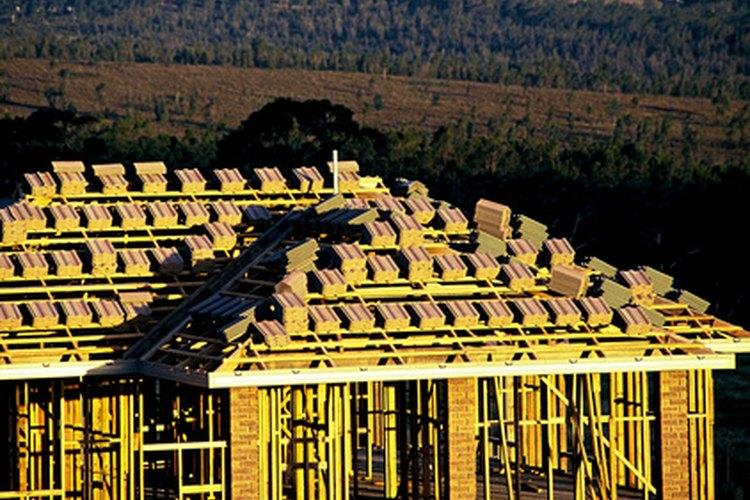 Hacer un presupuesto para la construcción de una casa involucra muchas variables.