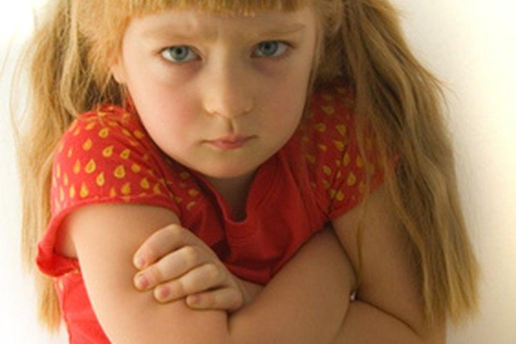 La American Academy of Pediatric dice que los comportamientos que son perjudiciales para el bienestar físico, emocional o bienestar social del niño y otros no deben tolerarse.