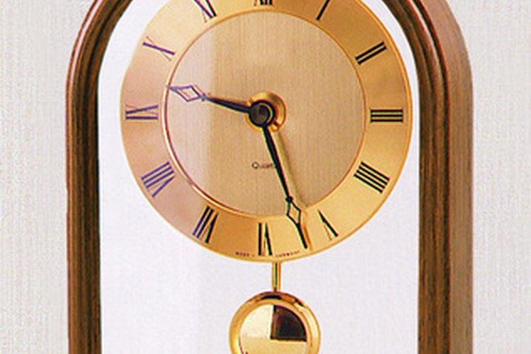Los relojes de péndulo con su tic-tac pueden escucharse como los latidos del corazón en un hogar.