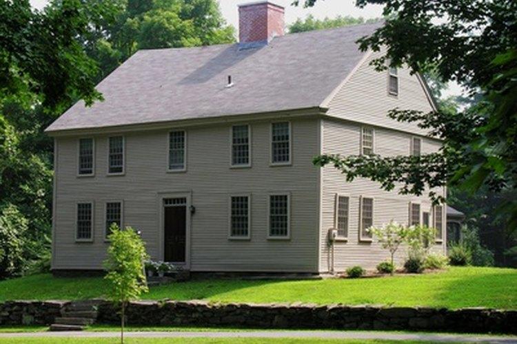 Las casas de madera viejas pueden ser ruidosas.