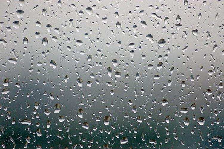 El tratamiento de un parabrisas puede hacer que el cristal sea temporalmente repelente al agua para mejorar la visibilidad; ya es, por supuesto, a prueba de agua.