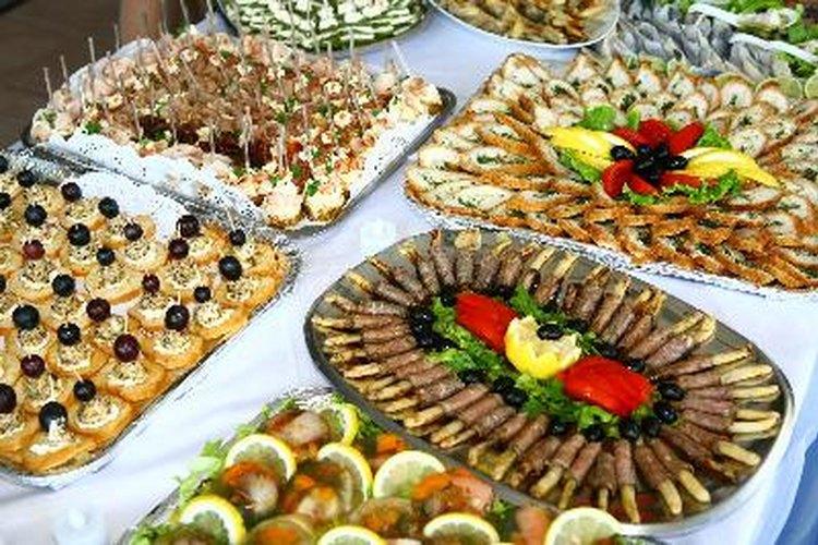 Comprar alimentos para un negocio de servicio de alimentos ofrece la ventaja de trabajar con un menú.