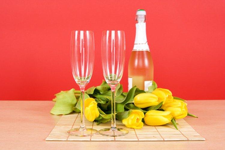 Disfruten de una copa juntos en un restaurante favorito para que reviva sus sentimientos hacia ti.
