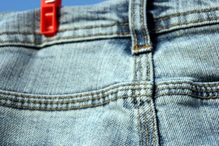 Los vaqueros gastados se puede convertir en una alfombra de jean lavable.