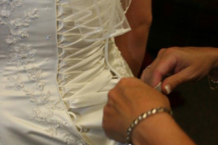 Las novias puedes optar por diferentes siluetas, escotes y longitudes.