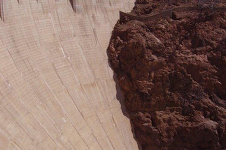 Las represas son construidas para frenar y desviar ríos o arroyos.