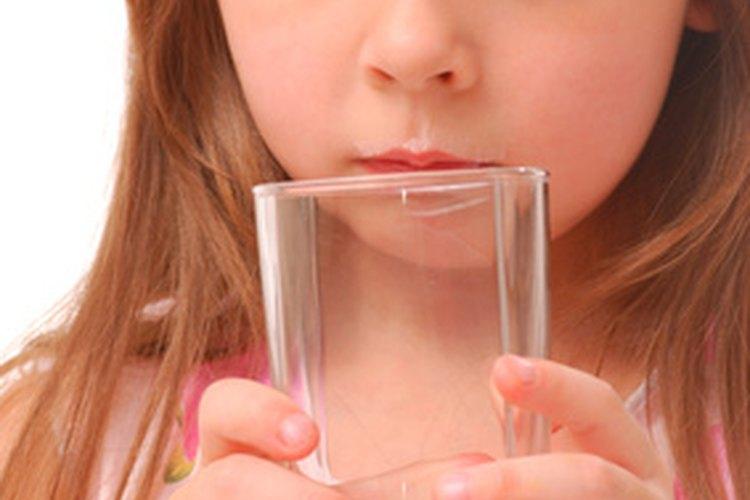 Deja reposar la leche reconstituida de soja en el refrigerador hasta que esté lista para ser consumida como bebida.