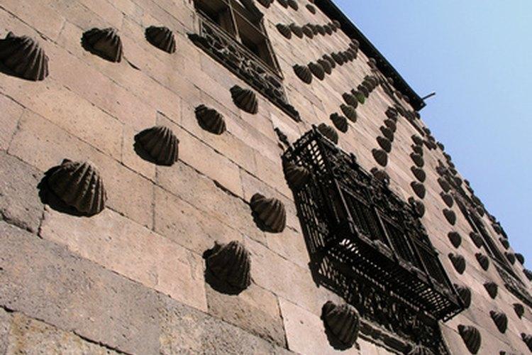 Antes de que las paredes se cierren con paneles de yeso, pon la fibra de vidrio.