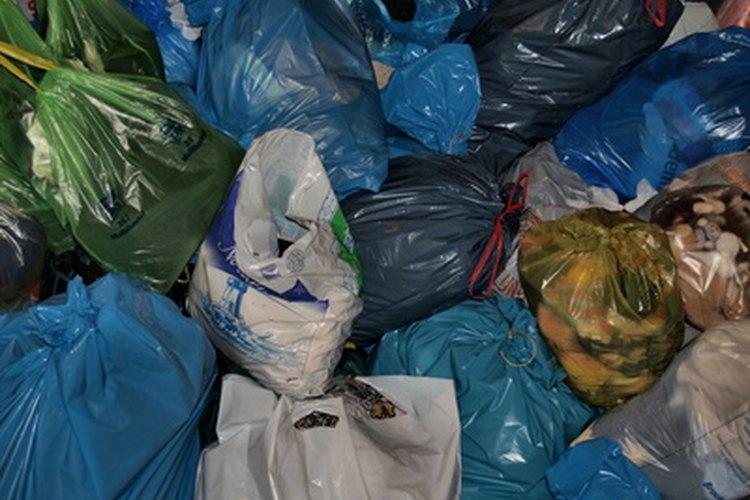 Aprende a reciclar las bolsas plásticas.