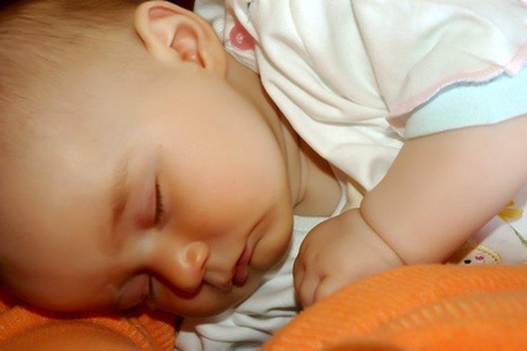 Los bebés duermen mejor en una habitación oscura y silenciosa.