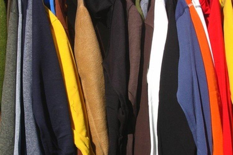 El color borgoña también combina muy bien con unos zapatos de color caramelo.