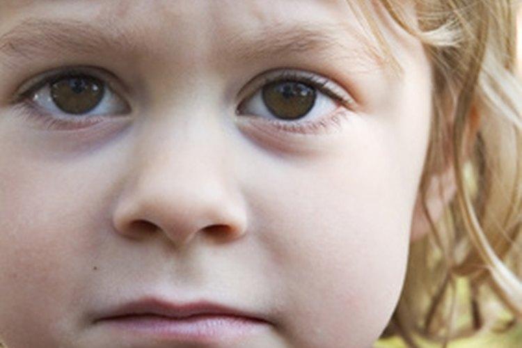 La emoción resulta de la asimetría facial.