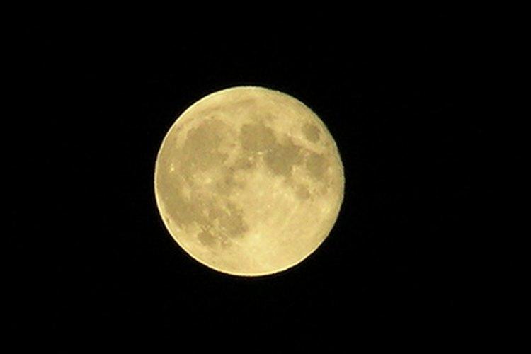 Los griegos ofrecían pasteles con velas en el centro a su Diosa de la Luna.