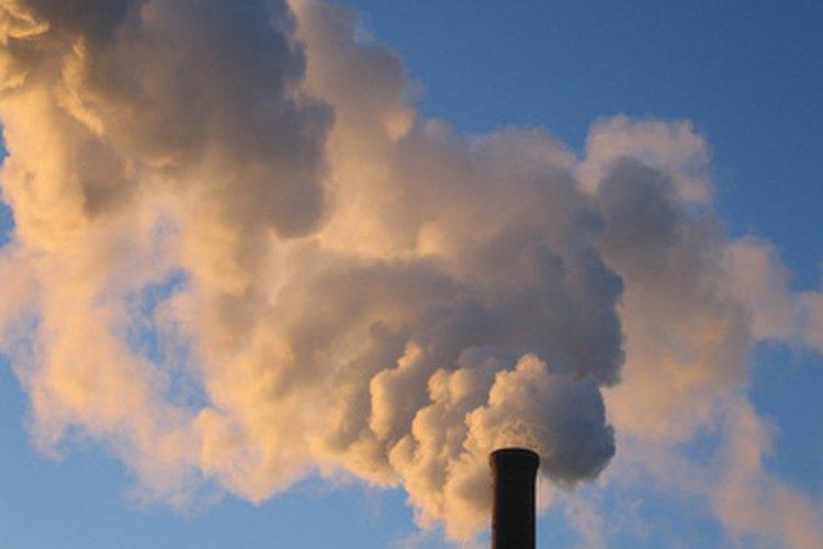 El Protocolo de Kioto se enfoca en la reducción de emisiones de carbono para reducir el calentamiento global.