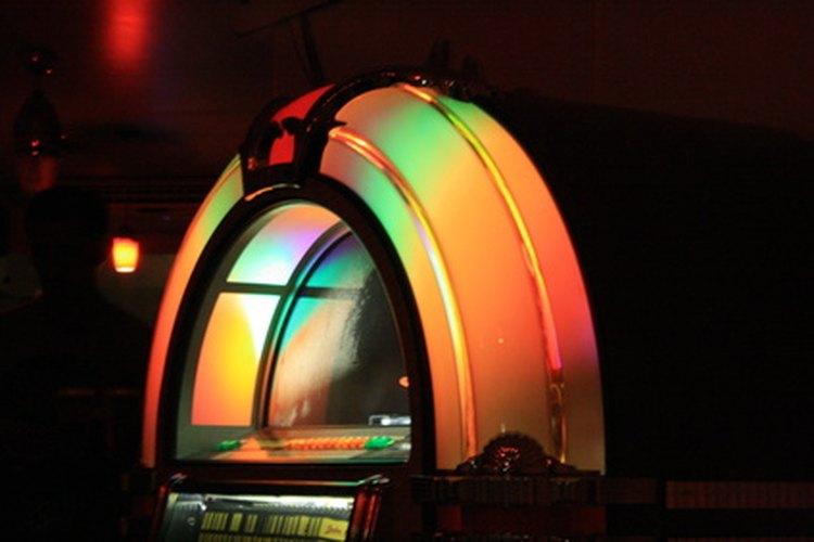 """Considera la posibilidad de alquilar una máquina de discos para una fiesta de """"Grease"""" de los años 50."""