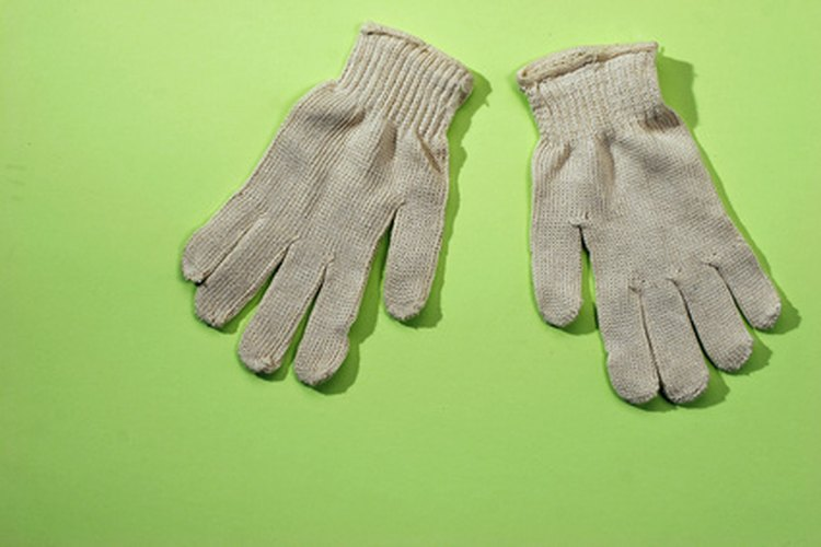 Usa guantes o lávate las manos inmediatamente después de usar papel autocopiante.