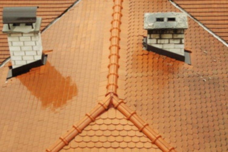 Un techo a cuatro aguas es más dificil de construir que un techo a dos aguas.
