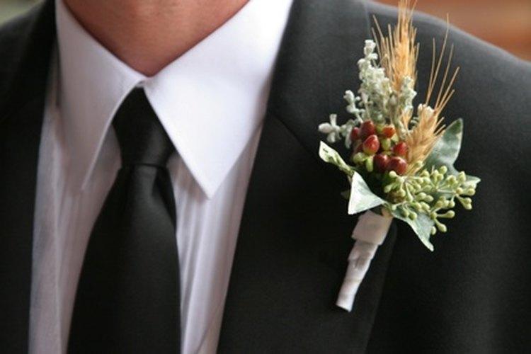 El baile del novio con su madre es una parte tradicional de la boda.