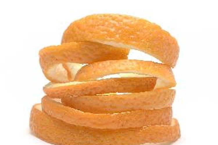Las cáscaras de naranja secas funcionan bien como comida y sabor de té y en el popurrí.
