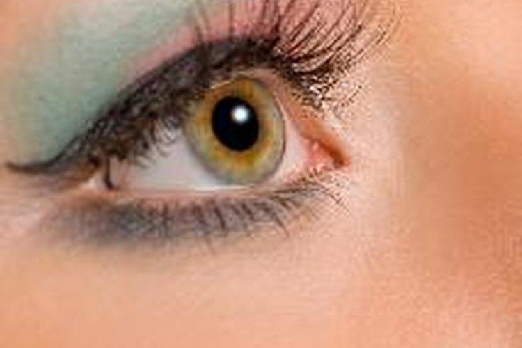 Las pestañas postizas pueden intensificar tu mirada.