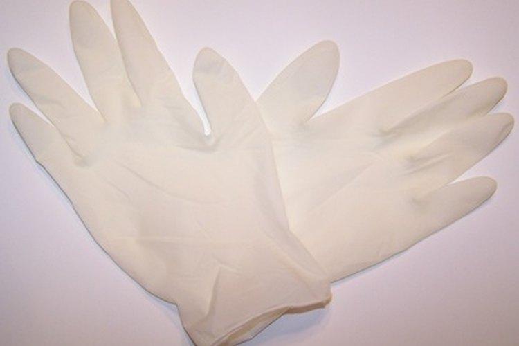 Los guantes de látex usados por los empleados de los restaurantes.
