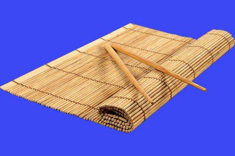 No necesitas una esterilla de bambú para enrollar sushi.