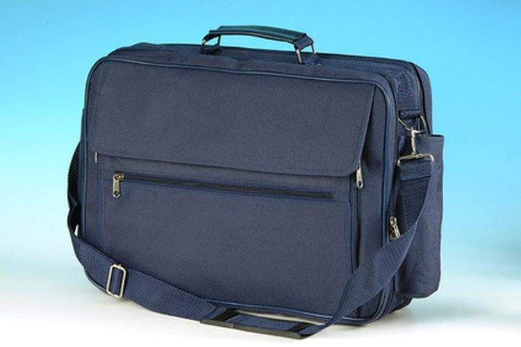 Los bolsos de mensajero usualmente tienen una correa.