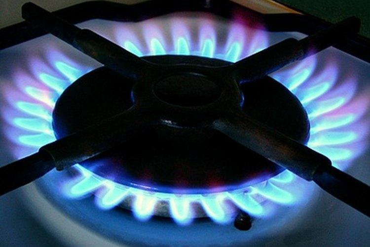 La llama en una estufa de gas debe tener un color principalmente azul. Si la llama es naranja, hay un problema con la mezcla de gas y aire.