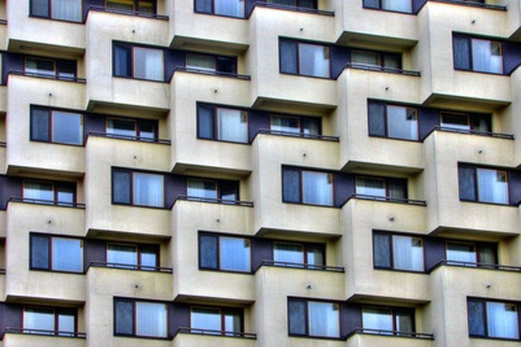 Patrón geométrico en un edificio.
