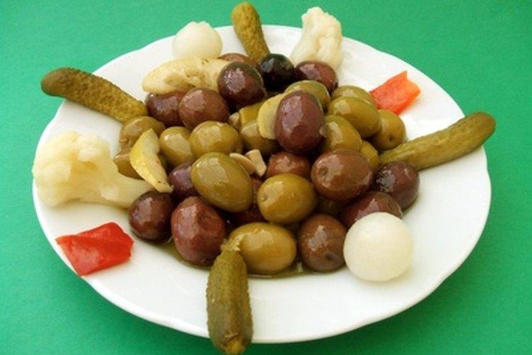 Las aceitunas descongeladas se pueden cubrir con aceite de oliva y condimentos para darles más sabor.
