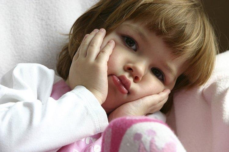 La preocupación en los niños a menudo se manifiesta en dolores de estómago y dolores de cabeza.