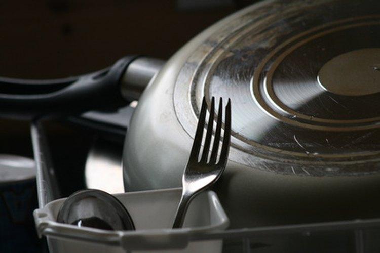 Los remedios naturales mantienen el lavavajillas limpio y los platos seguros.