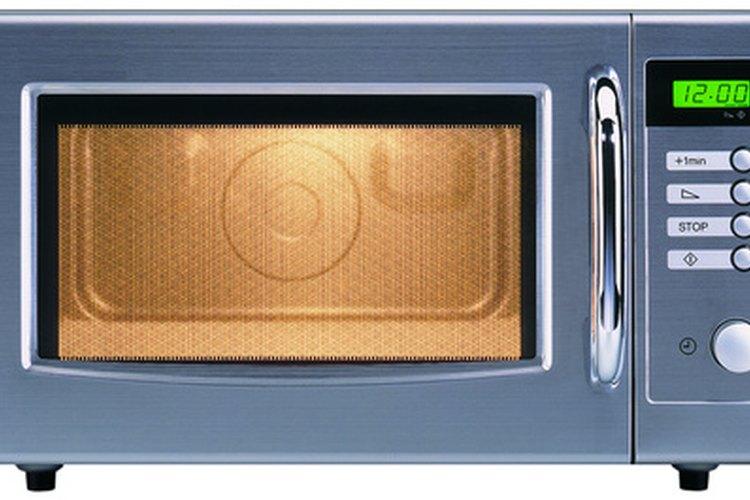 Se debe tener cuidado al calentar agua en un horno microondas.