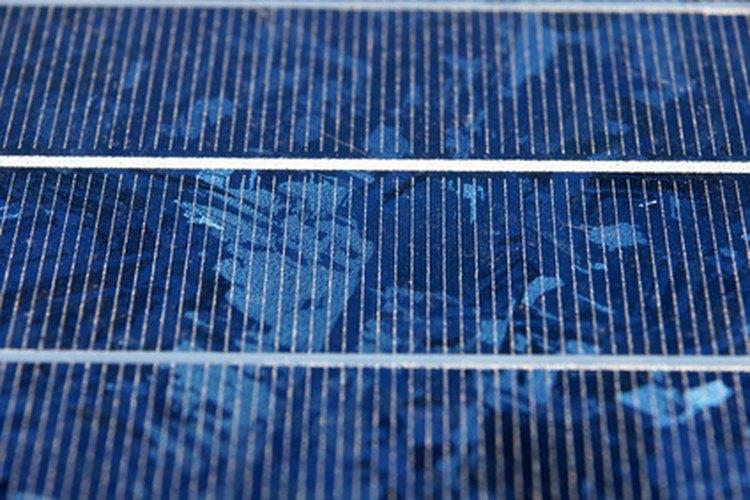 Diseñar un calentador solar es una manera simple de mantener caliente el agua de cualquier piscina.