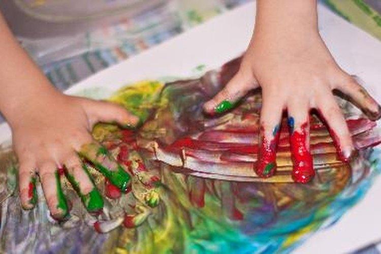 Pintar con los dedos es aún más divertido con pinturas perfumadas.