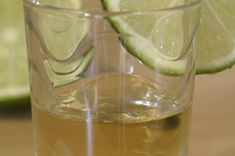 Muchos tragos con tequila ofrecen la intensidad de esta bebida mezclada con el sabor ácido del triple seco.