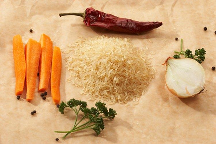 Elige comidas simples que puedas preparar en el aula y escribe las recetas en la pizarra.